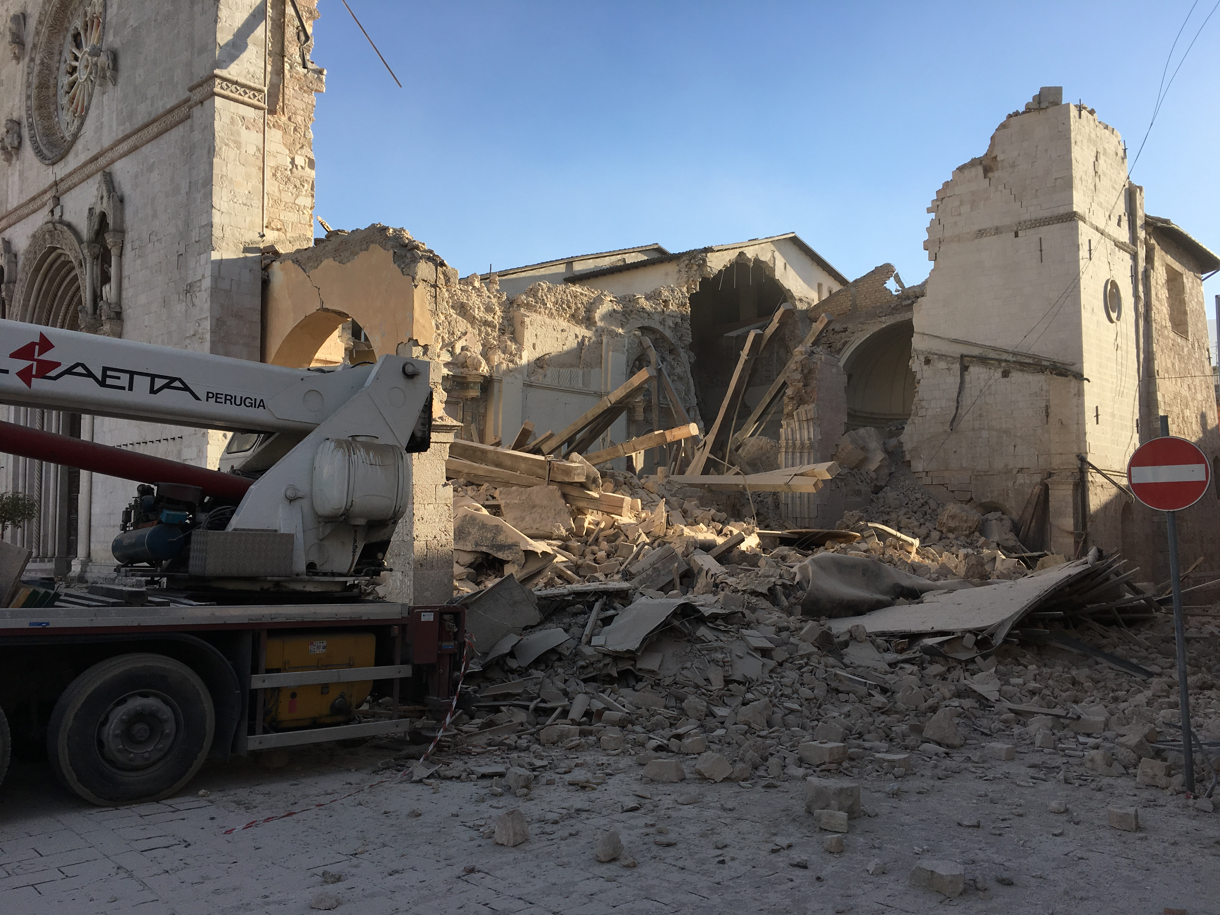 norcia-basilica-destroyed-103116